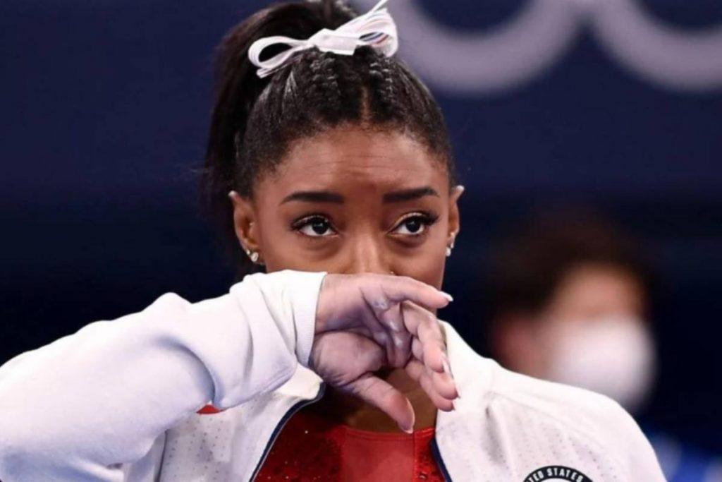 Simone Bailes segue o exemplo da colega olímpica e prioriza sua saúde mental nos esportes.